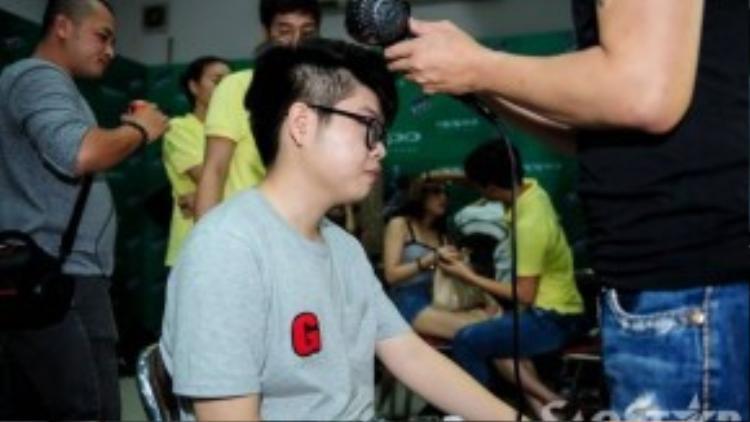 Tối nay (20/9), Giọng hát Việt diễn ra đêm Gala cuối cùng để tìm ra quán quân mùa giải năm nay. Trước giờ lên sóng, các thí sinh cùng huấn luyện viên hồi hộp chuẩn bị cho sự xuất hiện ấn tượng của đội mình trên sân khấu.