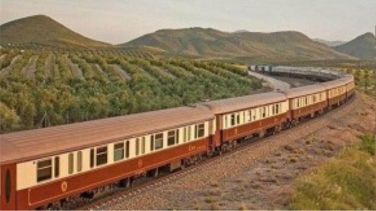 Al Andalus ở Tây Ban Nha: Là chuyến tàu đưa du khách khám phá vùng đất nhiều nét văn hóa và ẩm thực phong phú Nam Tây Ban Nha.