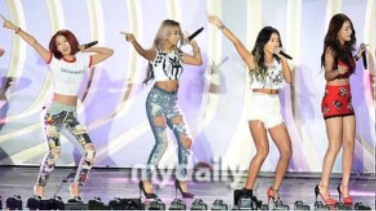 Sistar tại 2015 Hallyu Dream Festival.
