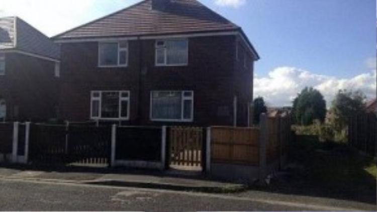 Nhà riêng của siêu mẫu ở Oldham, Greater Manchester, cũng là nơi cảnh sát tìm thấy xác của cô.