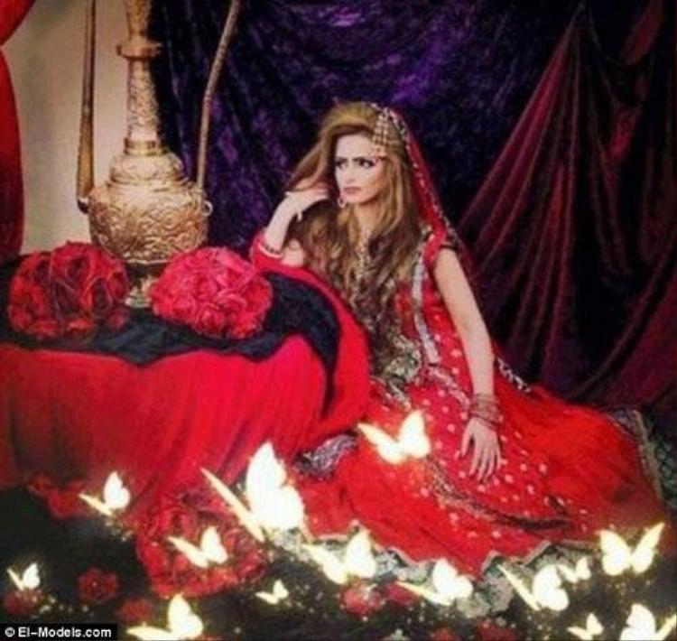Bị ép cưới chồng, siêu mẫu Hồi giáo treo cổ tự tử