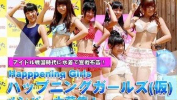 Một nhóm nhạc mới ra mắt với những cô gái trẻ đẹp trong trang phục kiệm vải nhất có thể.