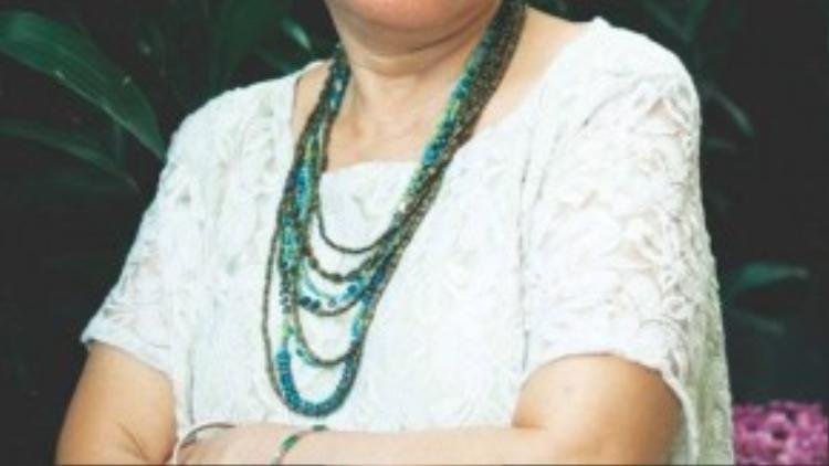Là một trong những nhà làm phim gạo cội của nền điện ảnh Việt Nam, đạo diễn Việt Linh từng được biết đến với các bộ phim như Nơi bình yên chim hót, Chung cư, Mê Thảo - Thời vang bóng… Trong Tôi thấy hoa vàng trên cỏ xanh, chị đảm nhiệm vị trí biên kịch.