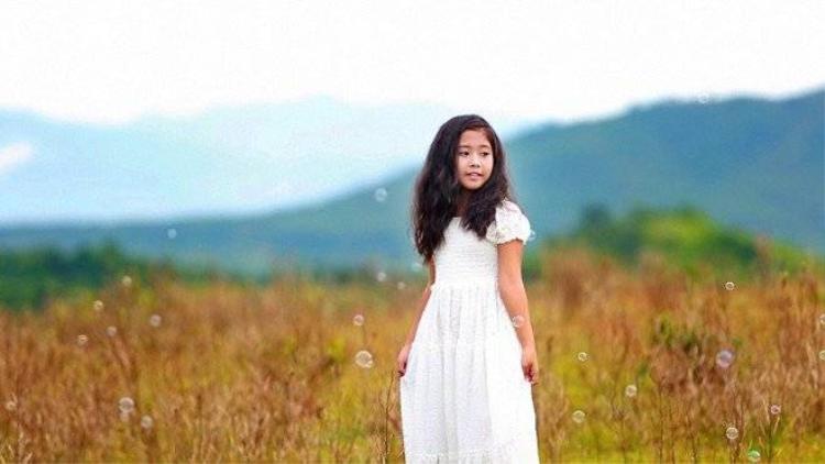 Những MV trở về tuổi thơ đầy xúc động của sao Việt