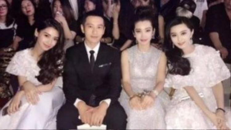 Angela Baby, Huỳnh Hiểu Minh và hai nàng Băng Băng ngồi cạnh. Tài tử nổi tiếng lúng túng vì vinh dự này.