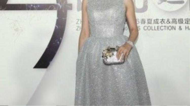 Lý Băng Băng nổi bật với bộ váy lóng lánh.