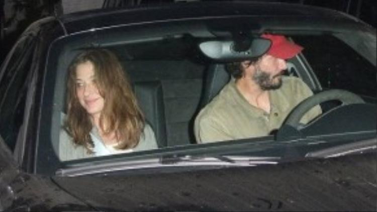 Keanu Reeves và người bạn gái lạ mặt đi ăn tối hôm 21/9.