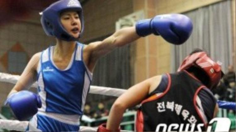 Lee Si Young trong một trận đấu.