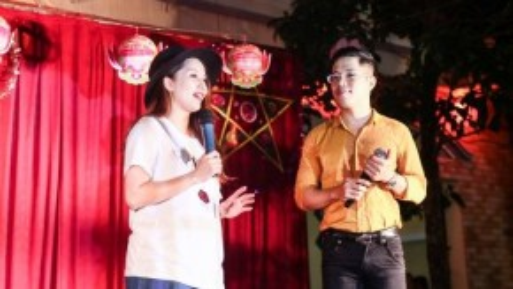 Khánh Thi và Quốc Bình đảm nhận vai trò MC.