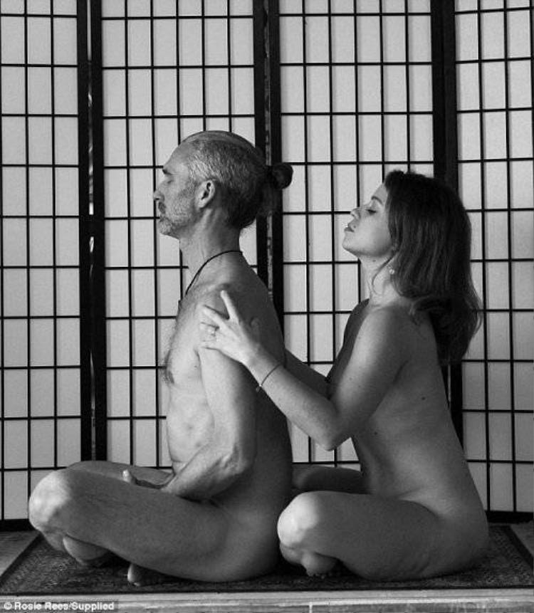 Sốt với trào lưu yoga khoả thân dành cho các cặp đôi