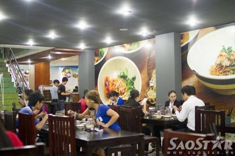 Ấm thực Hồng Kông tái hiện đa sắc qua mì 7 tô