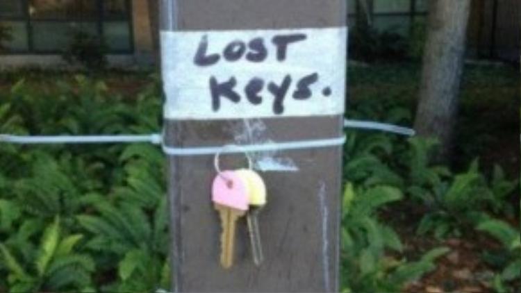 Mời người nào làm rơi chìa khóa đến nhận lại ngay!
