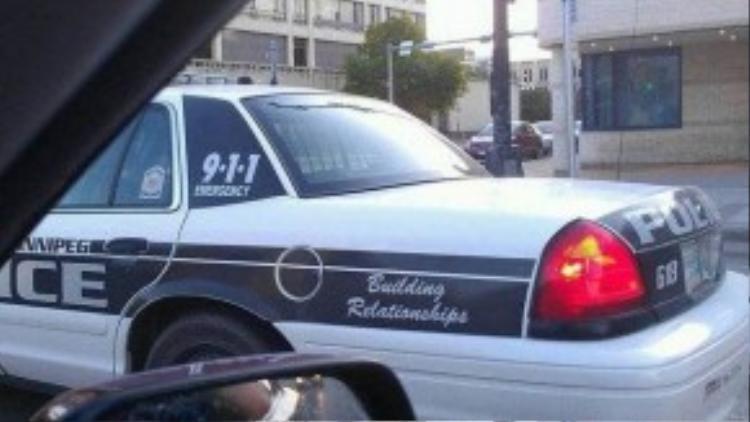 """Xe cảnh sát không phải để đi bắt người, mà là để """"tạo mối quan hệ"""" với những người bị bắt."""