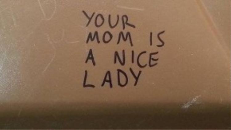 Graffiti tại Canada: Mẹ cậu là một người tốt.