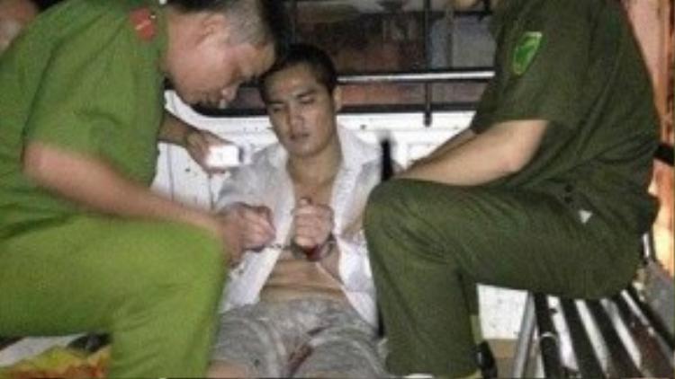 T.A bị công an bắt giữ sau khi gây án giết mẹ.