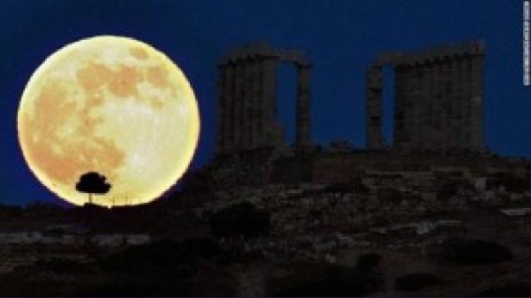 Thời điểm để ngắm siêu trăng đẹp nhất là tối ngày 27/9 theo múi giờ EDT, Mỹ (tức sáng 28/9 theo giờ Việt Nam), hiện tượng này sẽ kéo dài 1 giờ 12 phút, theo Nasa.