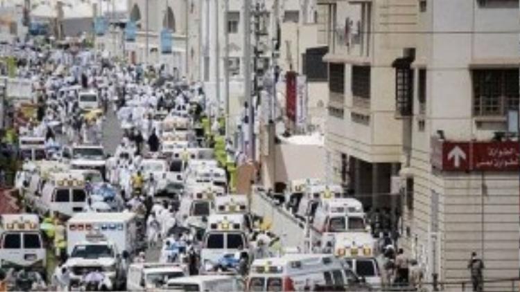 Chính quyền Saudi Arabia đã điều động hơn 200 xe cứu thương để vận chuyển các nạn nhân.