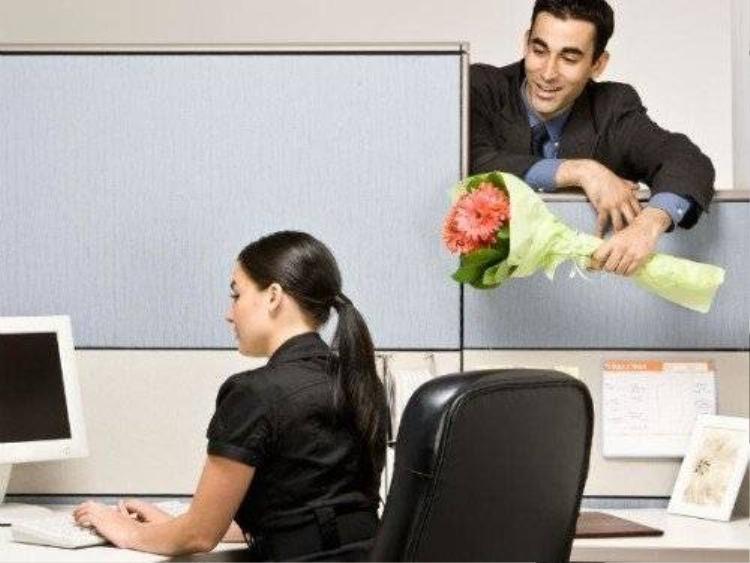 Phiền nhiều hơn vui khi người yêu là đồng nghiệp