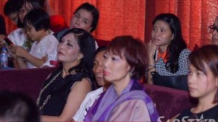 Do hai nữ ca sĩ Giao Linh, Sơn Tuyền không có mặt ở Việt Nam, nên để lỡ buổi họp báo. Còn hai nữ danh ca Kim Anh và Họa Mi đã đến từ sớm để cùng Nguyễn Hồng Ân ôn lại kỷ niệm thu âm chung.