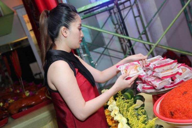 Vợ chồng Khánh Thi  Phan Hiển tất bật tổ chức lễ cúng Tổ