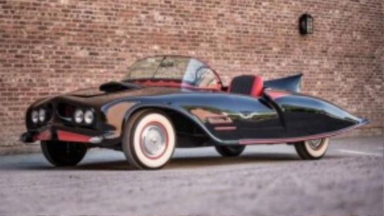 Batmobile phiên bản thật đầu tiên được chế tạo có hình dạng như thế này. Chiếc xe được sản xuất vào năm 1963, với phần khung Oldmobile 88 có từ năm 1956 và động cơ 324 Rocket. Đây là chiếc xe dơi có bản quyền đầu tiên trên thế giới.
