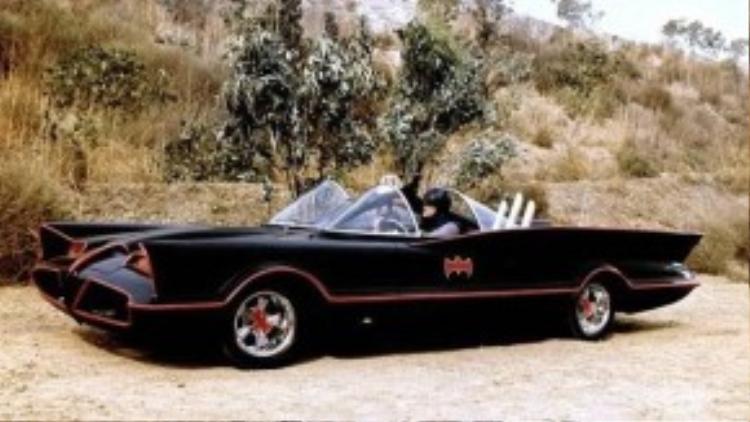 Batmobile trong một cảnh phim của những năm 60 thuộc thế kỷ trước.