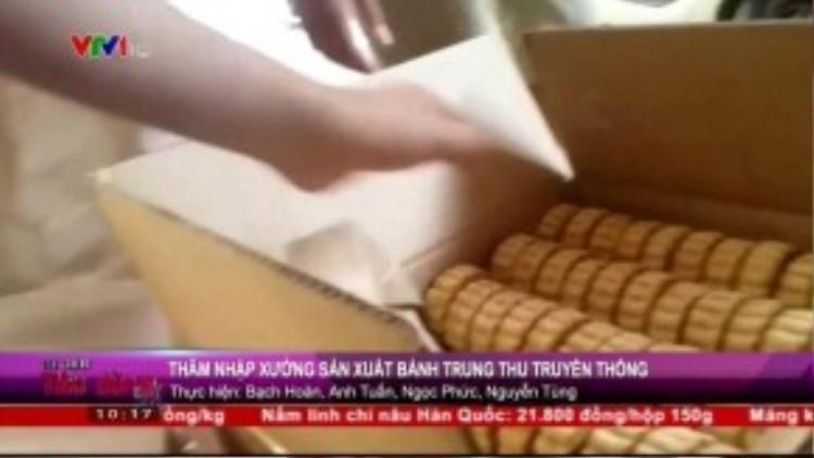Những chiếc bánh trần được xếp chen chúc trong hộp giấy. (Ảnh chụp từ clip)