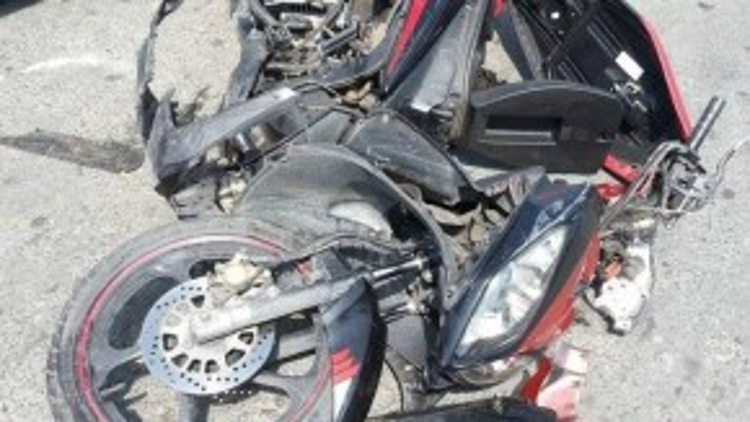Hình ảnh chiếc xe của S.N. bị hư hỏng nặng sau cú đâm trực diện của xe đầu kéo. (Ảnh: FBNV)