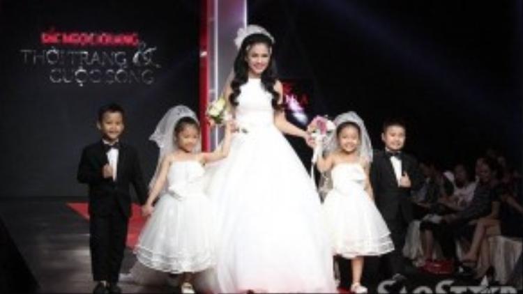Dù được đầu tư công phu nhưng phần trình diễn của Việt Trinh đã làm không ít khán giả thất vọng.