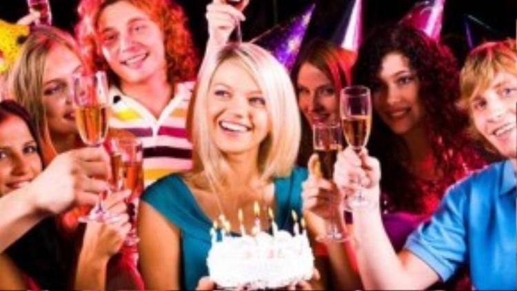 Trâm đã nhầm tưởng mình được nhiều người quan tâm, yêu quý khi cô nhận được hàng trămlời chúc mừng vào mỗi dịp sinh nhật trước đây. Chỉ đến khi tắt chế độ thông báo ngày sinh nhật vào năm ngoái, cô mới vỡ lẽ ra sự thật đáng thất vọng (Ảnh minh họa).