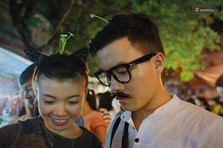 Giới trẻ Hà Nội thi nhau trồng rau trên đầu đi chơi trung thu