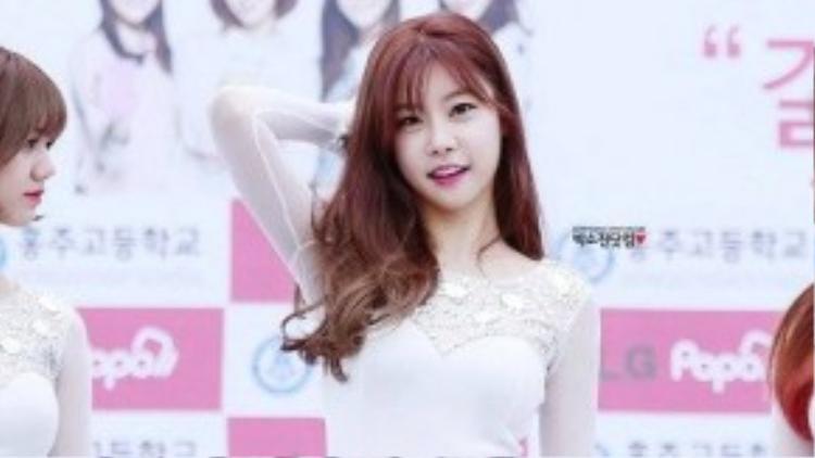 Nhóm nữ Girl's Day ra mắt vào năm 2010 và mới nổi tiếng trong 2-3 năm gần đây. Trong số 4 thành viên, trưởng nhóm Parj So Jin là người lớn tuổi nhất - 29 tuổi trong khi 3 người còn lại là các 9x. Mặc dù U30 nhưng so với tuổi nghề, So Jin vẫn phải gọi các nhóm SNSD, Wonder Girls là đàn chị.