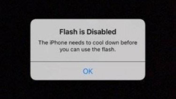 """""""Đèn Flash bị tắt và iPhone cần được làm mát trước khi bạn có thể sử dụng đèn flash""""."""