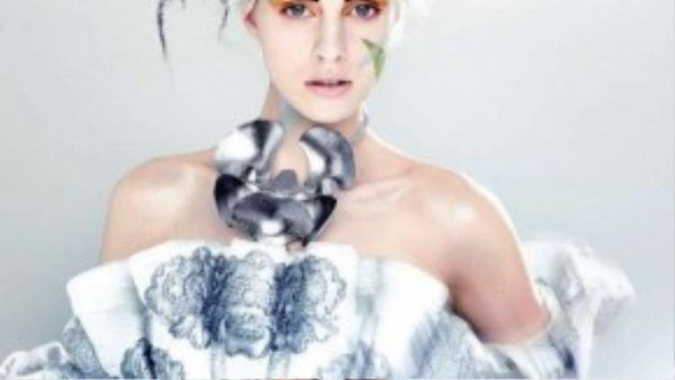 Kiểu make up này còn đòi hỏi đầu tư một bộ trang phục ăn ý.