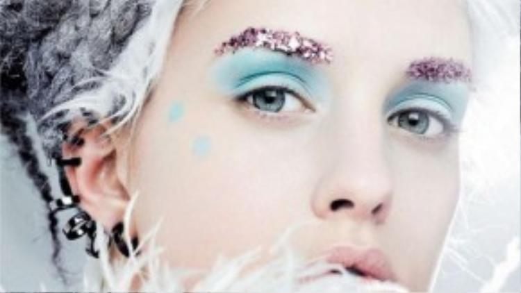 Đá và những chùm lông trắng sẽ giúp bạn trở thành một bà chúa tuyết lộng lẫy.