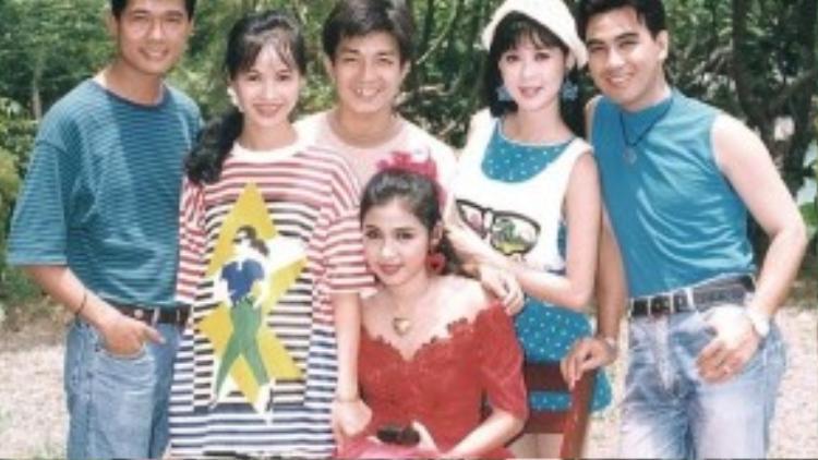 Ở thời kỳ đỉnh cao sự nghiệp, Việt Trinh ra sức phủ nhận tin đồn ganh đua với Diễm Hương. Mãi cho đến tận bây giờ, chị vẫn mong có cơ hội được gặp lại Diễm Hương cũng như các bạn diễn cùng thời để ôn lại những kỷ niệm đẹp.