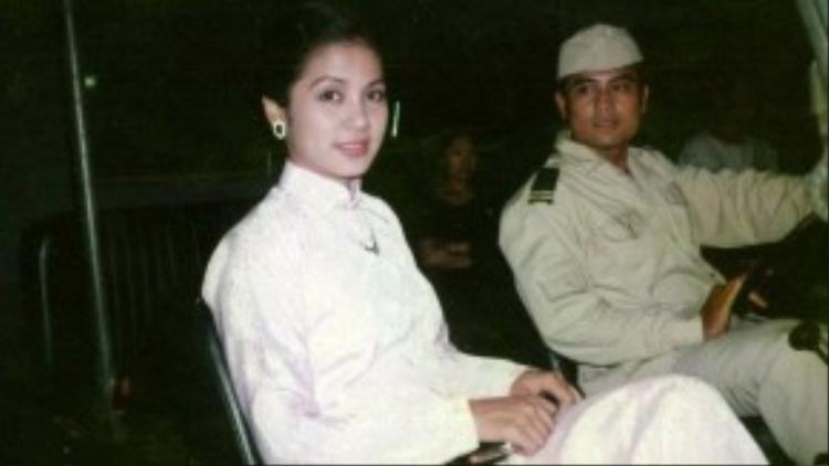 """Nổi lên từ phim điện ảnh nhưng tên tuổi của Việt Trinh lại gắn liền với một bộ phim truyền hình Người đẹp Tây Đô (1996). Sau khi phim phát sóng, đi đâu người ta cũng gọi Việt Trinh là """"người đẹp Tây Đô"""" hoặc """"Bạch Cúc"""" (tên nhân vật của chị trong phim)."""
