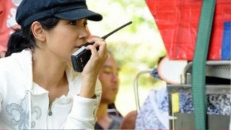 Trở lại với điện ảnh sau thời gian dài vắng bóng, Việt Trinh đã quyết định thử sức mình trong vai trò đạo diễn. Sự đón nhận của khán giả dành cho Trở về phần 1 đã chứng minh rằng lựa chọn của chị không sai. Tiếp nối thành công này, Việt Trinh đã tiếp tục thực hiện phần 2, 3 và đang lên kế hoạch cho phần 4 của Trở về.