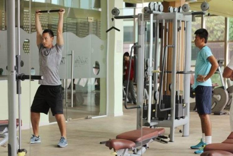 Kim Lý làm HLV thể lực cho kiện tướng tennis Lý Hoàng Nam