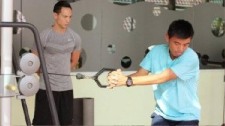 Kim Lý từng cùng đồng đội giành chức vô địch giải quần vợt Thuỵ Điển khi mới 16 tuổi. Chính vì thế, nam tài tử gốc Việt tìm thấy ở Lý Hoàng Nam rất nhiều điểm chung và tự tin với vai trò mới này.