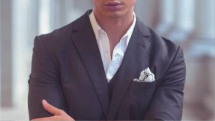 Hình ảnh quý ông thời thượng trong những bộ vest lịch lãm được diễn viên Kim Lý thể hiện đầy quyến rũ trong bộ ảnh thời trang vừa thực hiện tại khuôn viên Bảo tàngTP HCM.