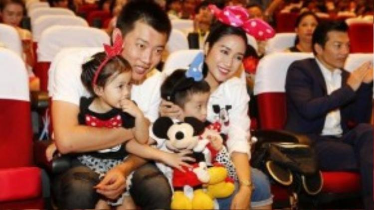 Ông xã Ốc Thanh Vân cũng tháp tùng vợ và các con đến sự kiện.