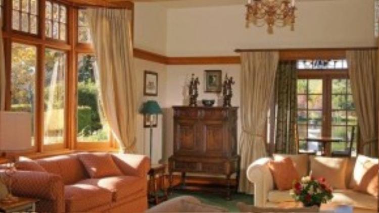 Đến với khách sạn Lake Timara, bạn sẽ có được sự yên tĩnh tuyệt đối với một căn phòng riêng biệt. Bữa ăn tại đây sẽ được chuẩn bị cùng rượu vang trước sân hoặc dưới tầng hầm lớn.