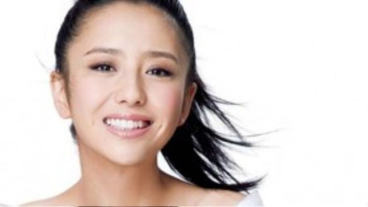 Diễn viên Trung Quốc- Đổng Lệ Á với chiếc răng khểnh dễ thương.