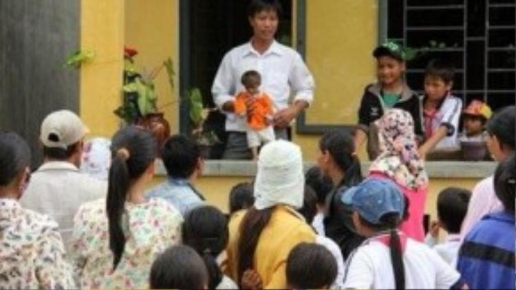 Đã 6 tuổi nhưng Đinh Văn K'Rể chỉ cao 50 cm, nặng 3,5 kg.
