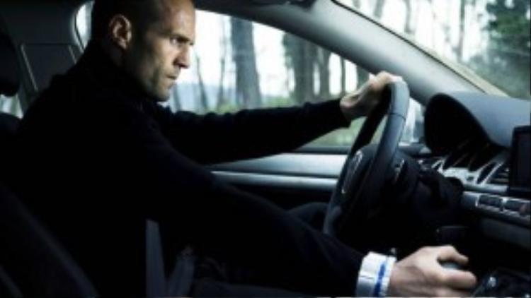 """Frank Martin trong loạt """"The Transporter"""": Đây là vai diễn tạo nên tên tuổi cho ngôi sao hành động Jason Statham. Frank Martin sở hữu tài lái xe thần sầu, sẵn sàng đảm nhận vận chuyển bất cứ thứ gì tới bất cứ đâu, miễn là được trả công xứng đáng. Nhưng từ tập phim mới """"The Transporter: Refueled"""" sắp sửa ra mắt, nhân vật sẽ do Ed Skrein - ngôi sao của series """"Game of Thrones"""" - thể hiện."""