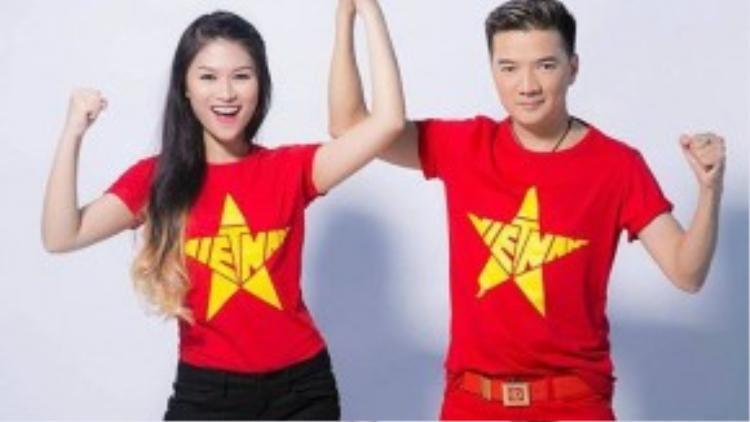 Ca sĩ Đàm Vĩnh Hưng và diễn viên Ngọc Thanh Tâm cũng chọn trang phục tương tự để xuất hiện ở chương trình Màu cờ sắc áo - Tôi yêu Việt Nam.