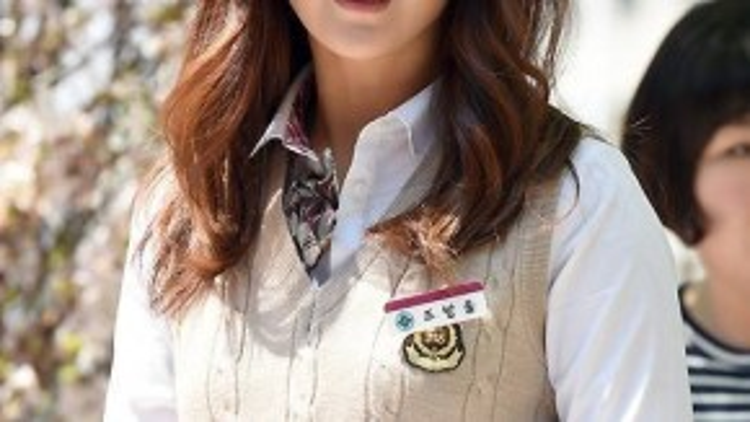 Kim Hee Sun vẫn trẻ trung, rạng ngời ở tuổi 38.