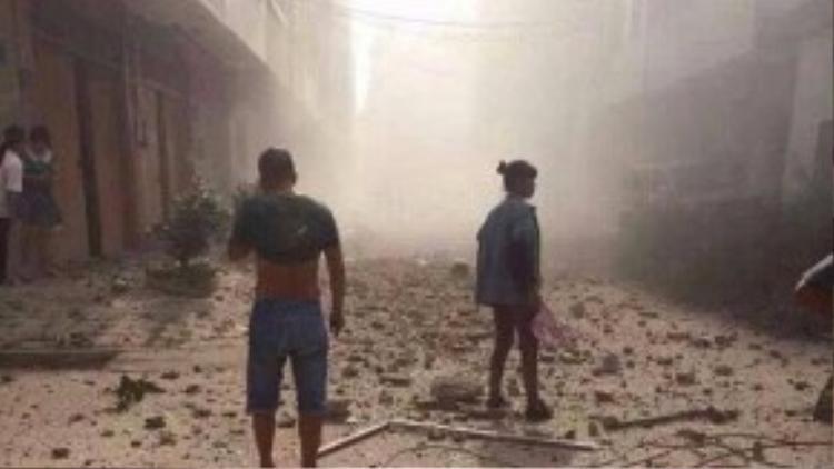 Cảnh sát trưởng huyện Liễu Thành cho biết các bưu kiện chứa chất nổ gây ra vụ nổ chết người (Ảnh: China Stringer Network/Reuters).
