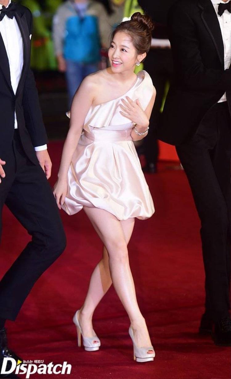 Ha Ji Won đọ vẻ gợi cảm với Son Ye Jin
